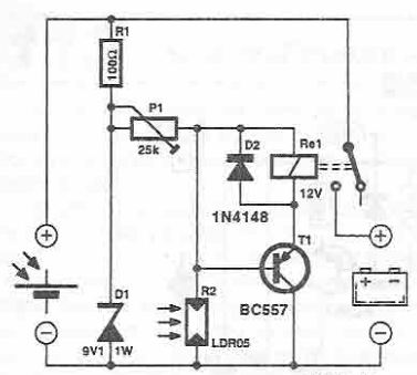 Solar panel battery connection switch circuit